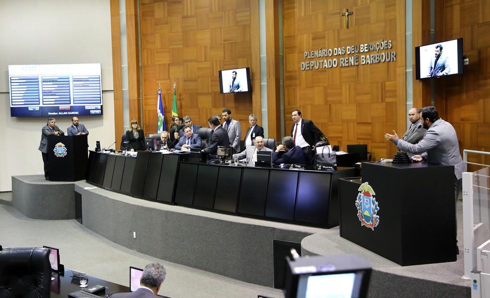 TJ concede liminar e adia votação da PEC do Teto