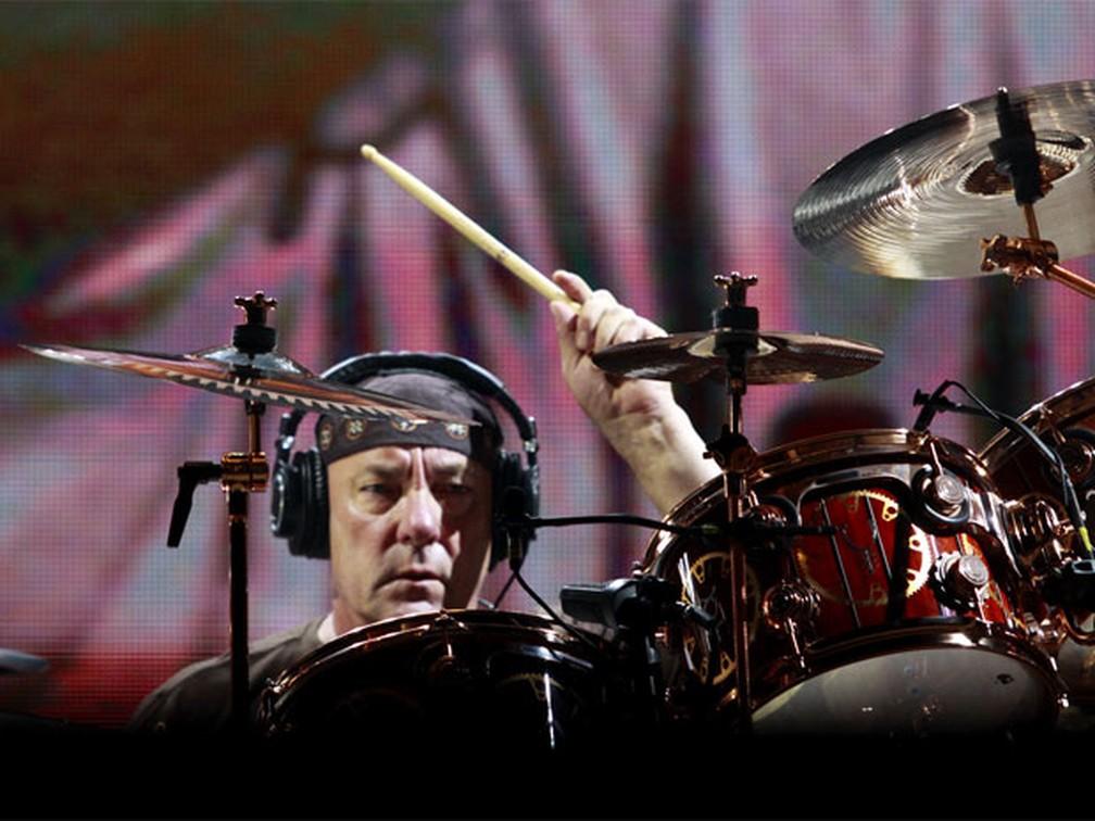 O baterista Neil Peart, um dos mais celebrados do rock no instrumento, durante apresentação do Rush na Praça da Apoteose, no Rio de Janeiro, em outubro de 2010 — Foto: Lucíola Villela/G1