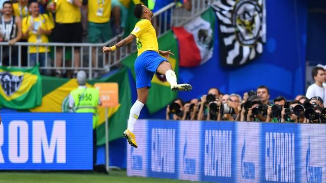 Neymar comemora o gol do Brasil