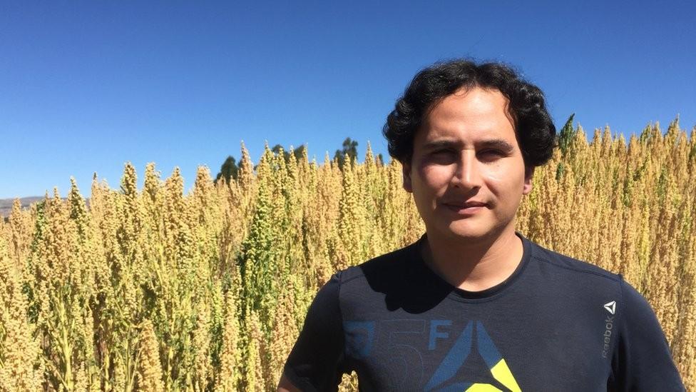 Jonathan Contreras observa que as cooperativas de produtores ajudam os plantadores de quinoa a conseguir melhores preços (Foto: BBC)