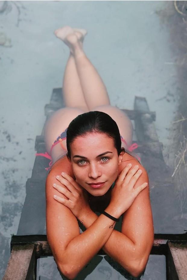 Laryssa Ayres exibe corpão em paisagem paradisiaca (Foto: Reprodução/ Instagram )