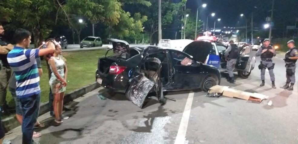 Acidente ocorreu na madrugada deste sábado (7) — Foto: Fotos encaminhadas pela 18ª Cicom