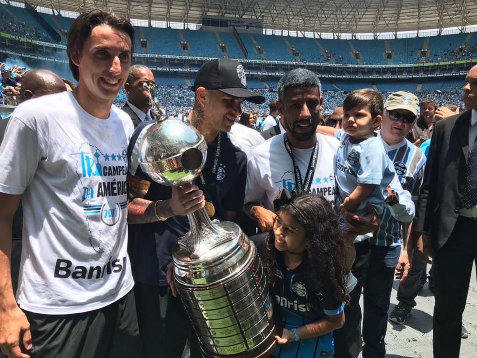 Pedro Geromel, Luan e Léo Moura devem seguir no Grêmio — Foto: Eduardo Deconto
