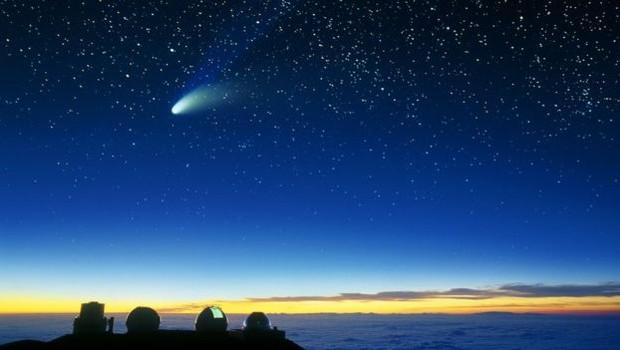 Os cometas são feitos de rocha e gelo, diferente dos asteroides, objetos rochosos que orbitam principalmente em um cinturão entre Marte e Júpiter (Foto: SCIENCE PHOTO LIBRARY/BBC)