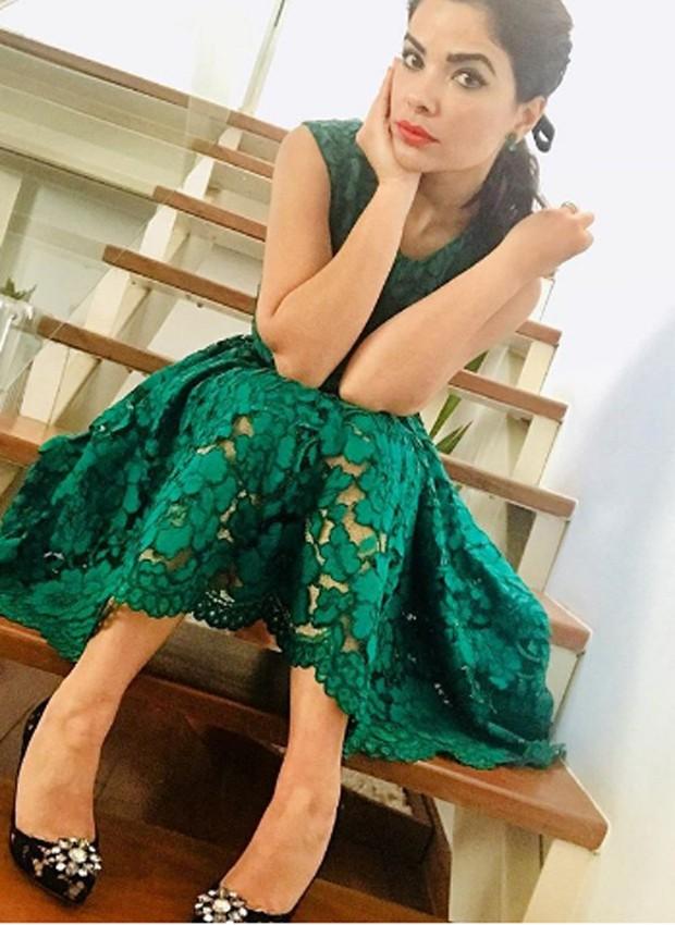 Vanessa Giácomo foi premiada por trabalho em 'Amor à Vida'. Ela escolheu look verde abaixo dos joelhos (Foto: Reprodução/Instagram)