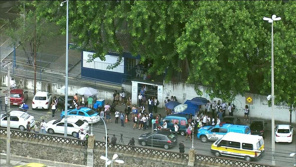 Criminoso invade o Colégio Pedro II de São Cristóvão (Foto: Reprodução / TV Globo)