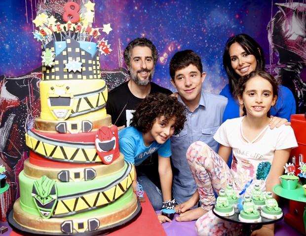 Marcos Mion e Suzana Gullo com os filhos Romeo, Donatella e Stefano (Foto: Manuela Scarpa/Brazil News)