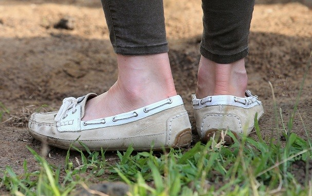 Os sapatos baixos de Kate para o safari (Foto: Getty Images)