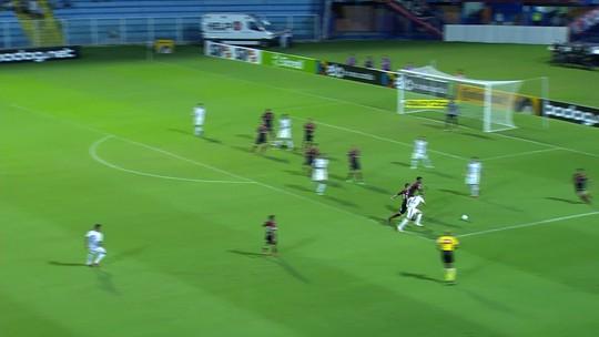 Getúlio tenta encobrir o goleiro Carlos Eduardo e manda para fora aos 21' do 1T