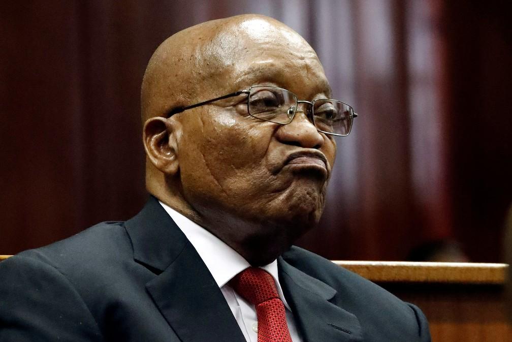 Jacob Zuma, ex-presidente da África do Sul, se apresenta em tribunal em Durban — Foto: Reuters/Nic Bothma
