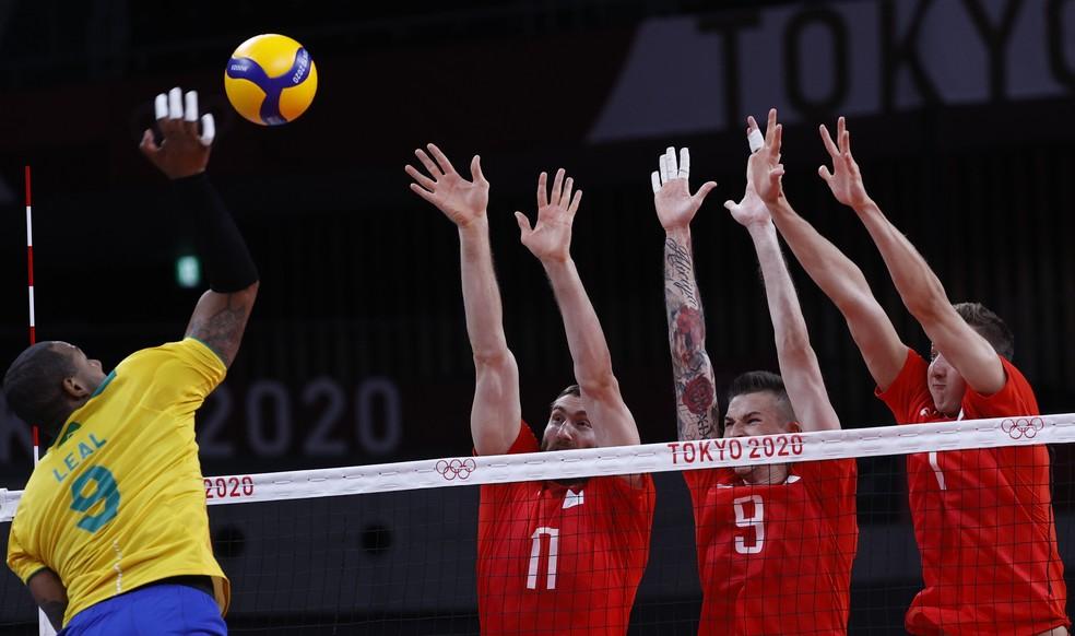 Brasil x ROC - semifinal do vôlei masculino — Foto: REUTERS/Valentyn Ogirenko