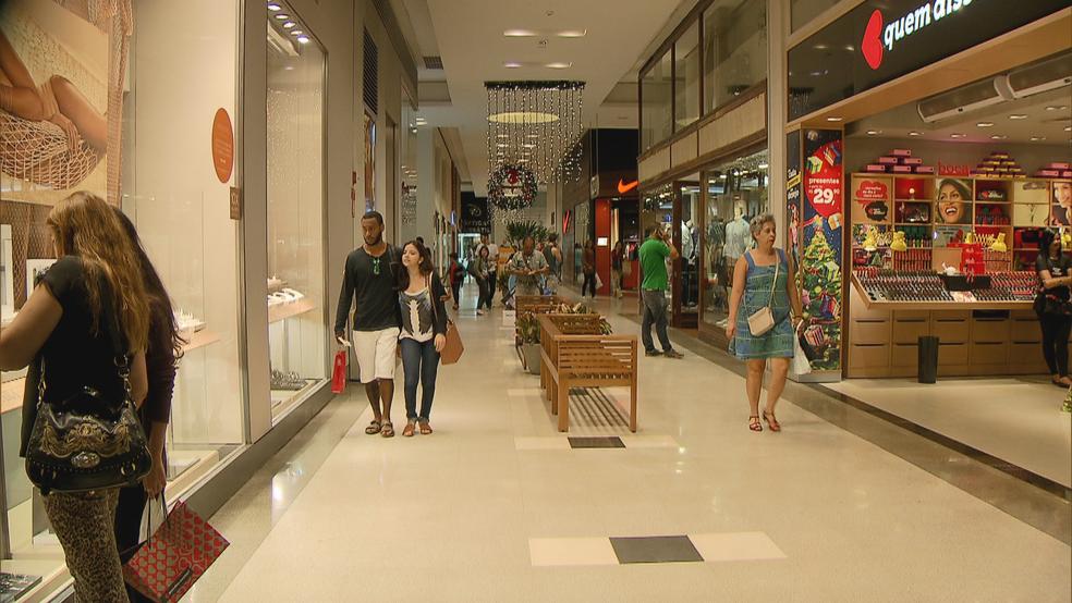 Consumidores de Natal preferem comprar presente do Dia dos Pais em shoppings (Foto: TV Globo/Reprodução)