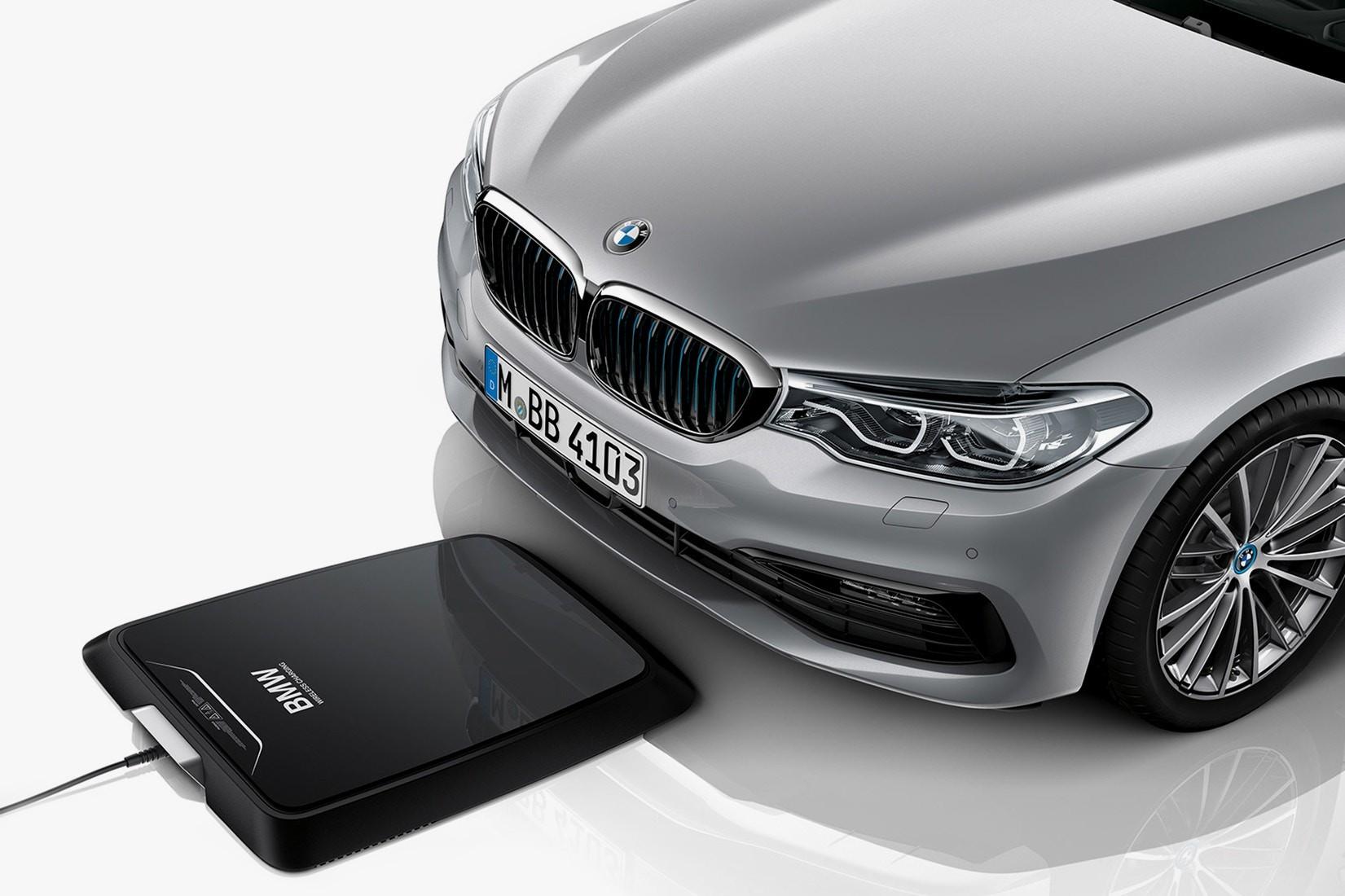 O pad de carga sem fio da BMW, em breve no mercado (Foto: Divulgação)