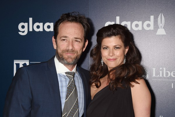 O ator Luke Perry (1966-2019) com a noiva, a terapeuta Wendy Madison Bauer (Foto: Getty Images)