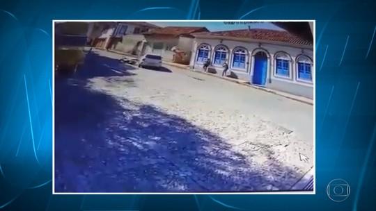Motociclista fica ferido após acidente em Ouro Preto; veja vídeo