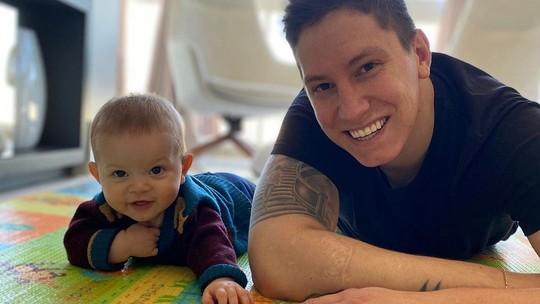 Jakson Follmann relembra os 56 dias no hospital após tragédia e celebra: 'Vejo meu filho dando risada'