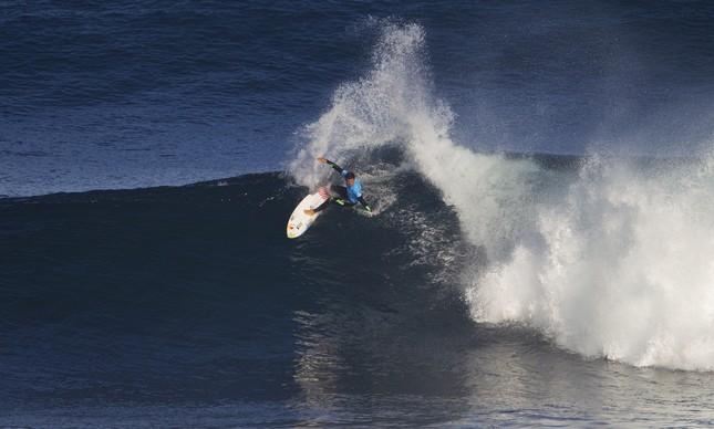 Adriano de Souza rasgando forte uma onda em Margaret River