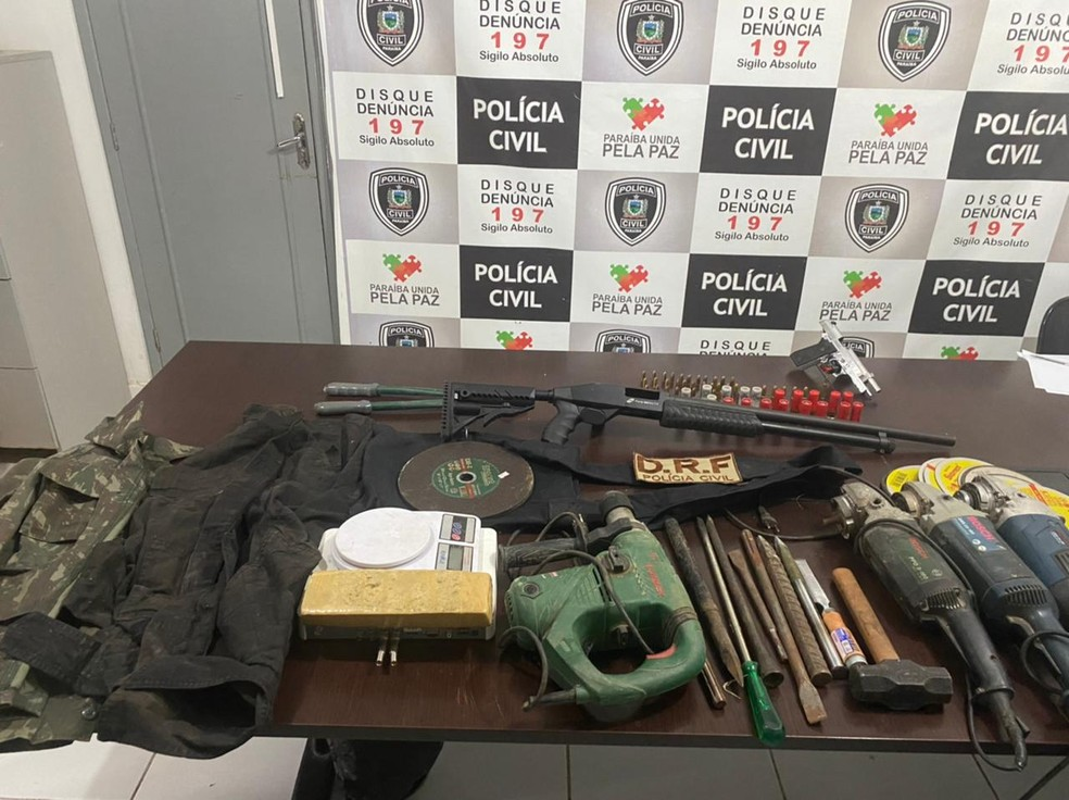 Armas, ferramentas e droga foram encaminhadas para Superintendência de Polícia Civil de Patos — Foto: Divulgação/Polícia Civil