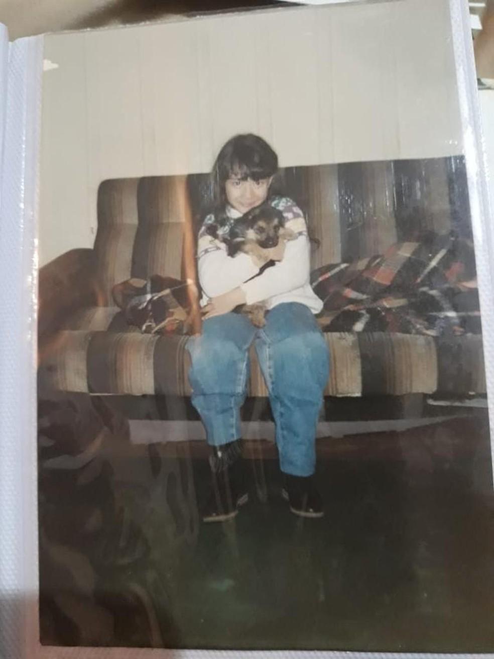 A influenciadora Priscilla Leite na infância, quando morava em Maracaju (MS) — Foto: Divulgação