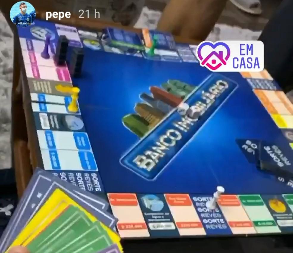 Pepê cumpre quarentena com jogos de tabuleiro — Foto: Reprodução / Instagram
