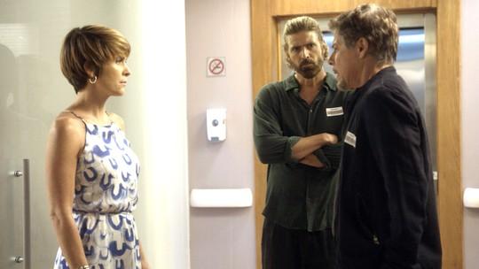 Helô se sente mal com a presença de Tião no hospital