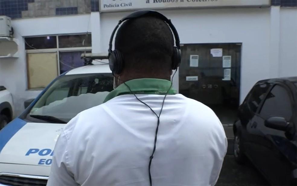 Cobrador do coletivo contou como ocorreu o assalto — Foto: Reproduçãpo/TV Bahia