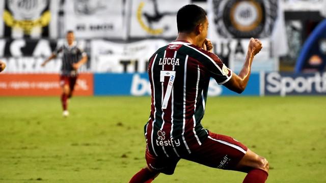 Lucca comemora gol em Santos x Fluminense