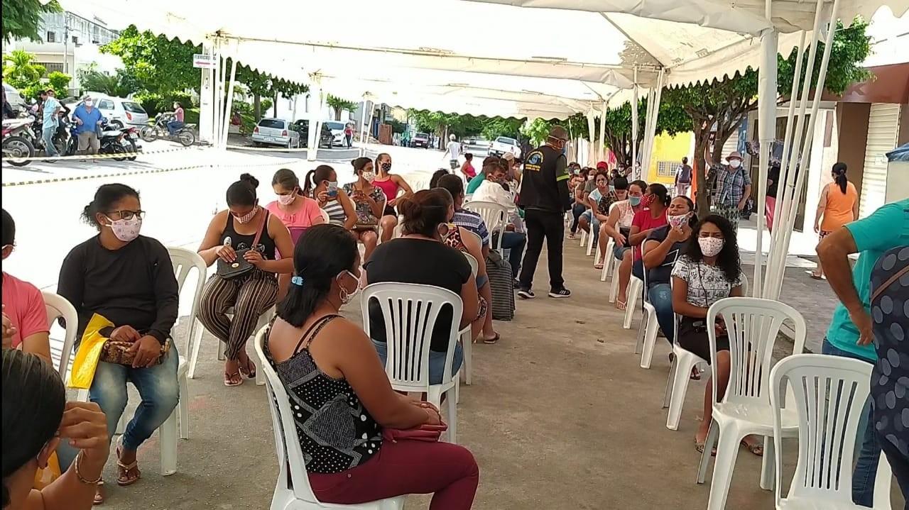Prefeitura de Panelas oferece nova estrutura para fila de espera do Auxílio Emergencial