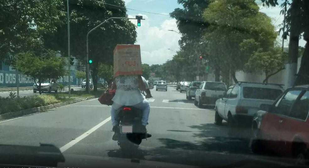 Passageira foi flagrada por internauta (Foto: Adriana Brito/Vanguarda Repórter)