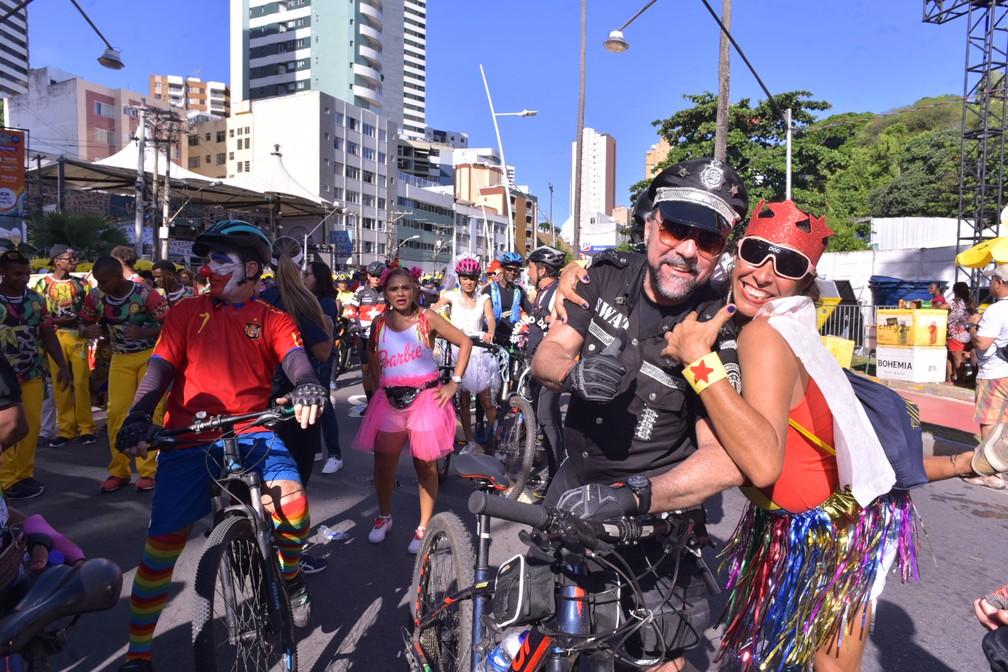Adelmo Barreto vestiu a roupa de policial da Swat para curtir o Pré-carnaval de Salvador 'Fuzuê' — Foto: Enaldo Pinto/Ag. Haack