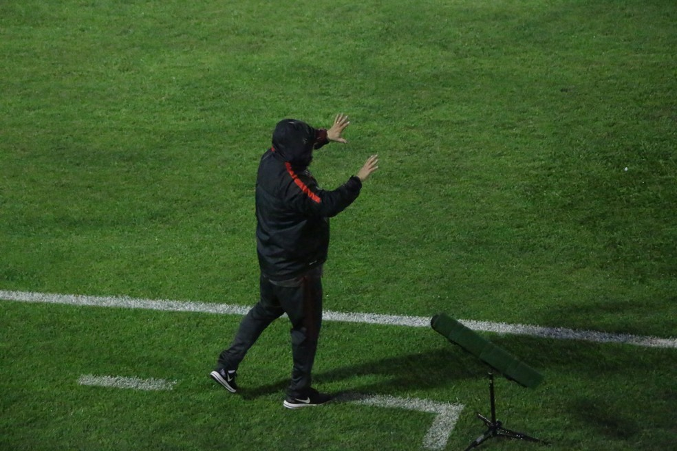Guto Ferreira deixou o Inter mais próximo do acesso  (Foto: Eduardo Deconto )