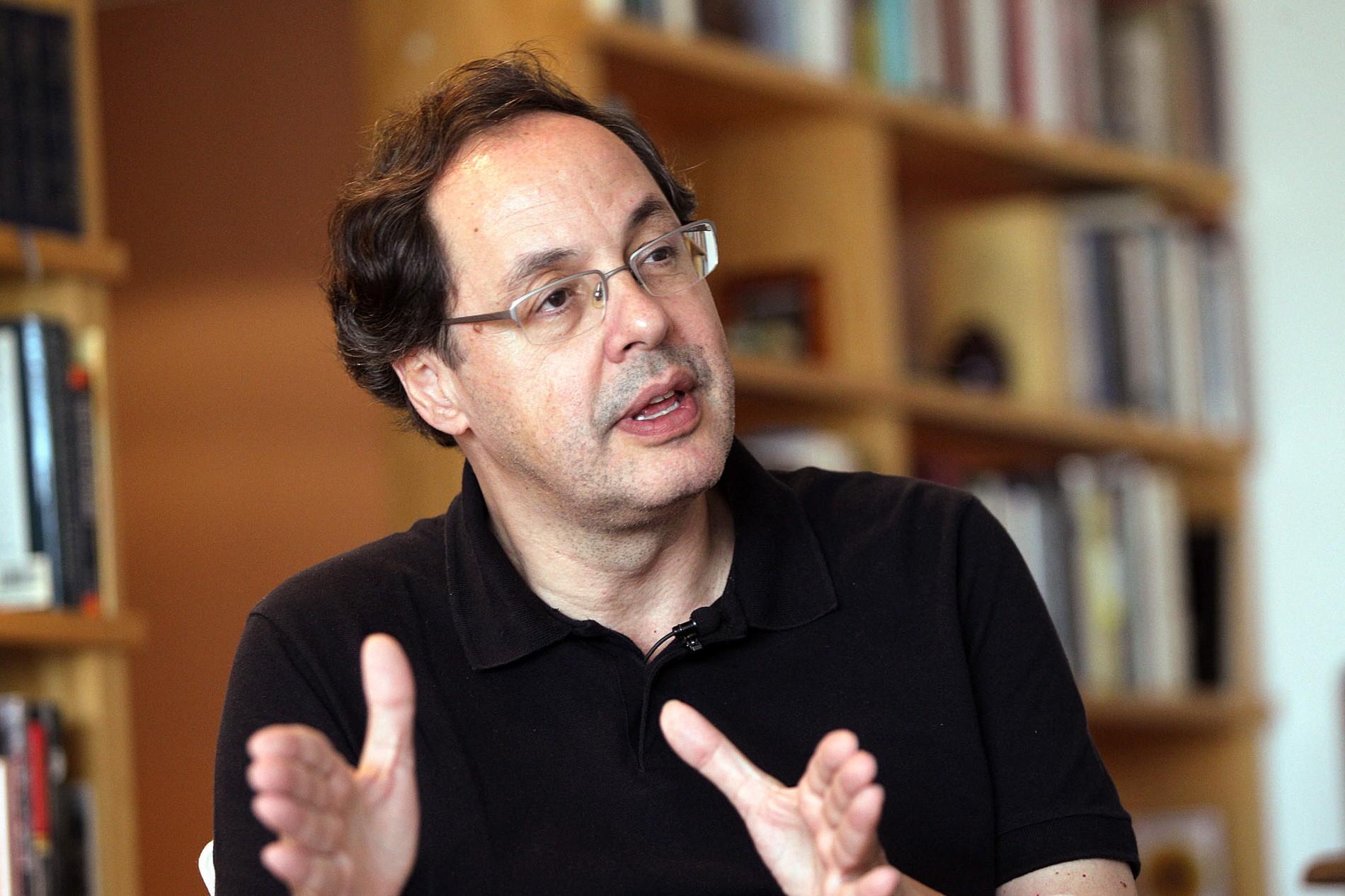 'Estado brasileiro concentra renda e terá de ser repensado', diz Eduardo Giannetti thumbnail