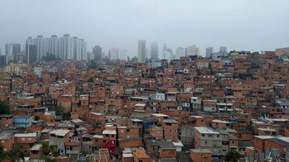 Paraisópolis, maior favela de São Paulo, é vizinha do bairro do Morumbi, na zona oeste de São Paulo  — Foto: Felipe Souza/BBC Brasil