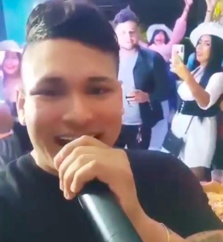 VÍDEO: Mulher cai de janela do 2º andar enquanto dançava em festa privada com cantor na Colômbia