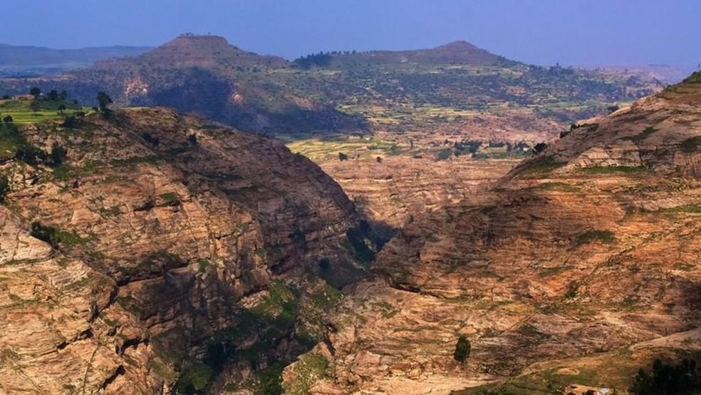 Muitas pessoas fugiram das cidades de Tigray para as montanhas durante o conflito — Foto: Getty Images via BBC