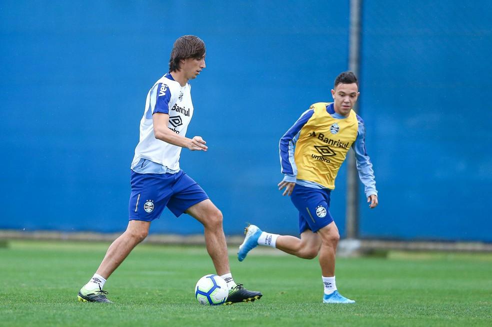 Geromel e Pepê entram no time do Grêmio — Foto: Lucas Uebel/Divulgação Grêmio