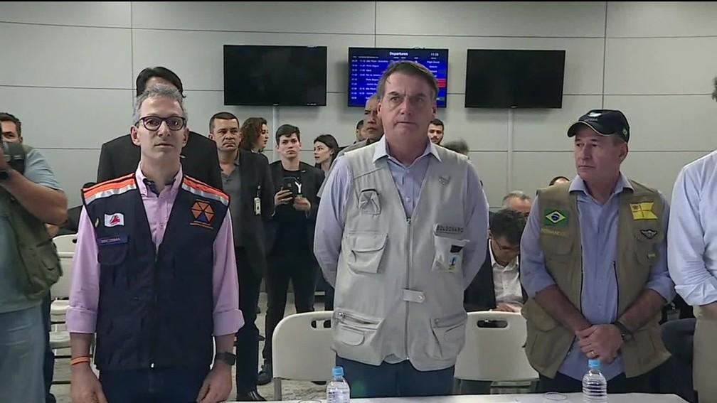 O governador de Minas, Romeu Zema, e o presidente Jair Bolsonaro no aeroporto de Confins — Foto: Reprodução/TV Globo