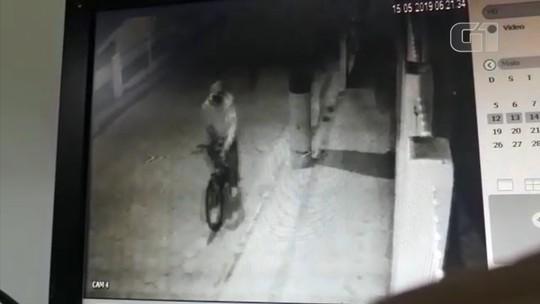 Vídeo mostra suspeito de atirar em homem nas costas momentos antes do crime