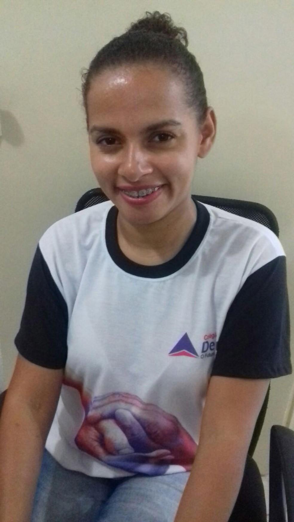 Renata retomou os estudos depois de ganhar a bolsa do Educa Mais Brasil (Foto: Arquivo pessoal)