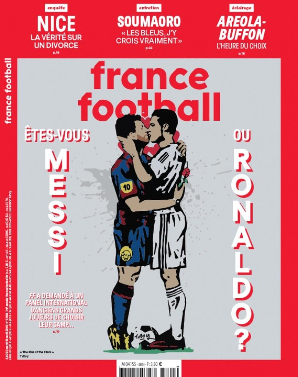 Capa da France Football com beijo na boca entre Messi e Cristiano Ronaldo — Foto: Reprodução