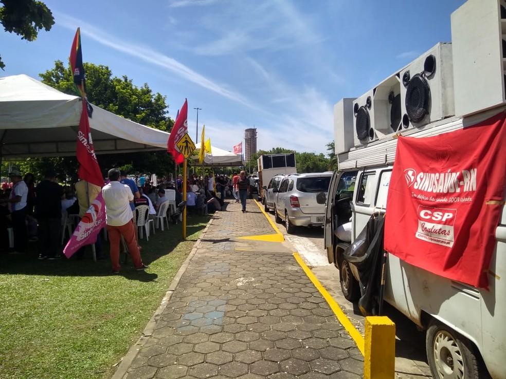 Servidores fazem protesto no Centro Administrativo do Governo do RN (Foto: Sinsp/Divulgação)