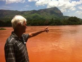 Presidente da colônia de pescadores acredita que recuperação do rio Doce deve levar cinco anos. (Foto: Zana Ferreira/ G1)