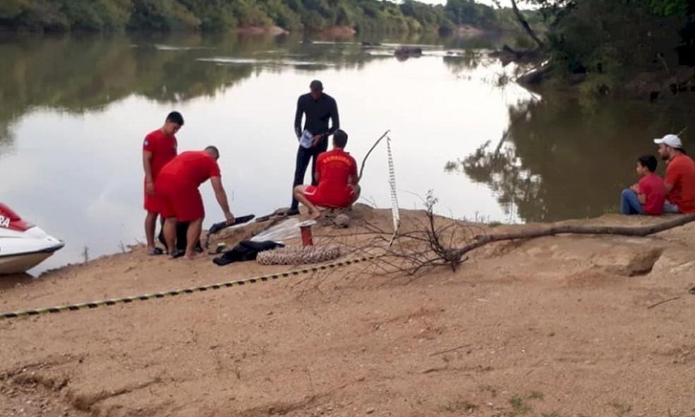 Bombeiros durante a busca por Jonas — Foto: Corpo de Bombeiros - MT