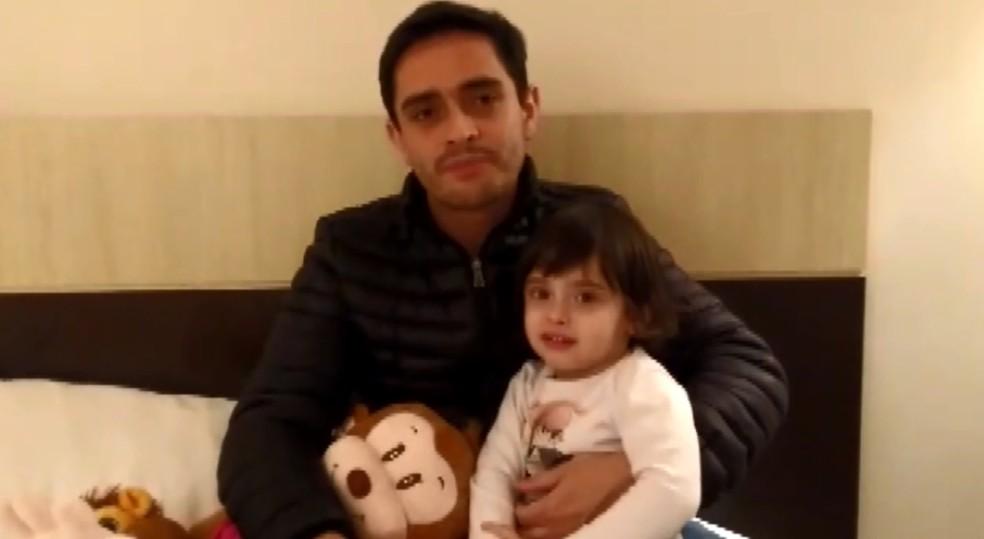 Pai de menina faz viagens em busca de tratamento para Juliana (Foto: Reprodução EPTV)