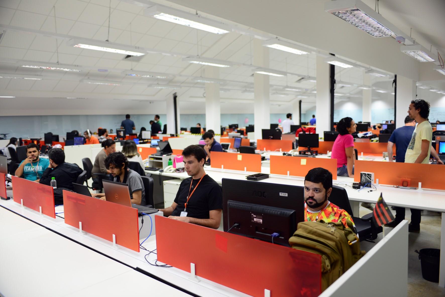 Cesar inscreve estudantes universitários para programa Summer Job, no Recife