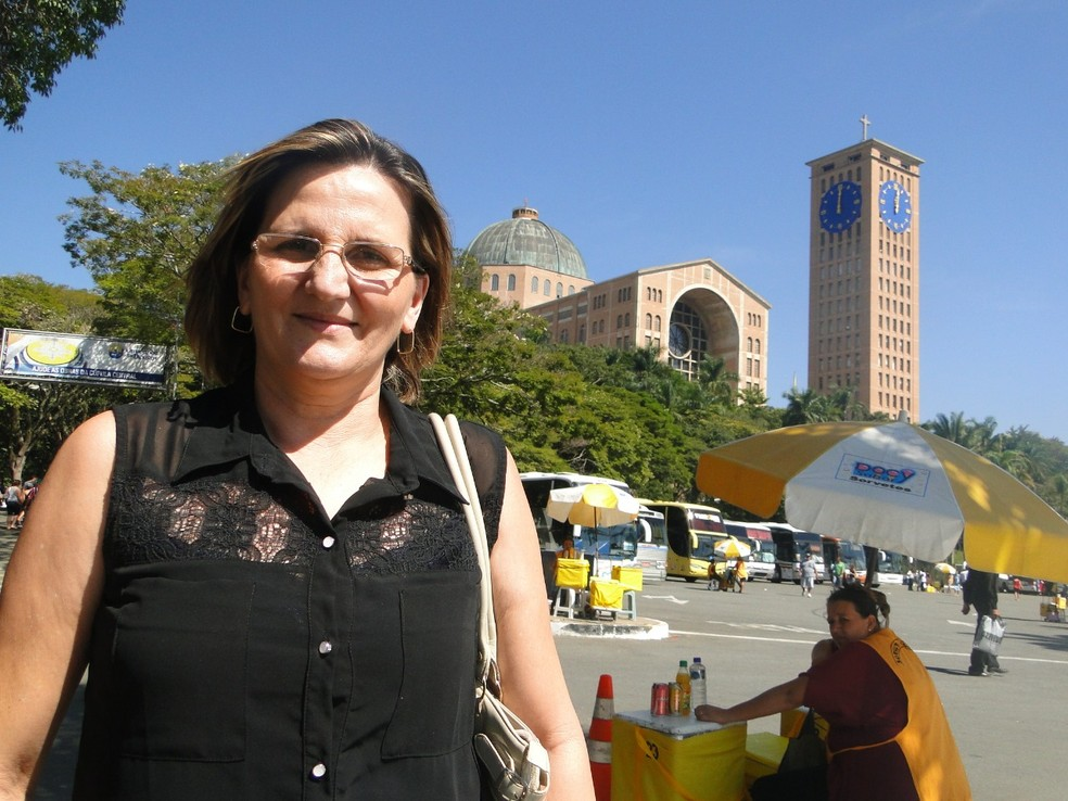 Sidete Maria sempre visita Aparecida em romarias que vão de ônibus que partem do MT  — Foto: Arquivo pessoal/Sidete