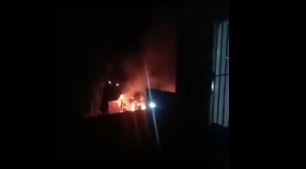 Casa é totalmente destruída em incêndio no Tapanã, em Belém