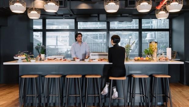 Cozinha compartilhada do projeto habitacional We Live (Foto: Divulgação)