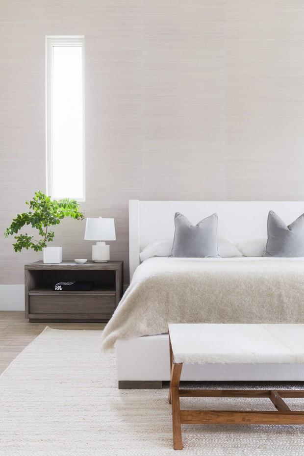 Esta casa toda branca é um exemplo de como texturas importam na decoração (Foto: Alyssa Rosenheck/Divulgação)