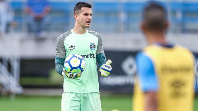 Grohe vibra com convocação de goleiro da base do Grêmio
